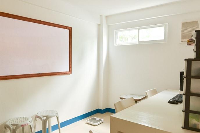 Consultorio médico onde você pode se consultar com um médico da escola tres vezes por semana